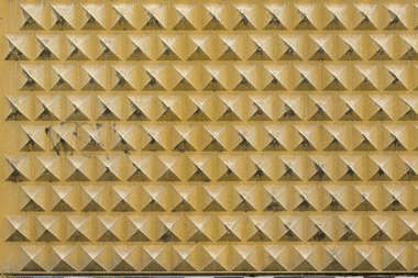 concrete pattern spikes