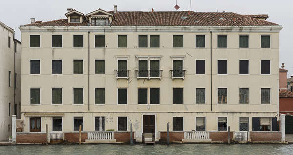facade windows window building italy venice