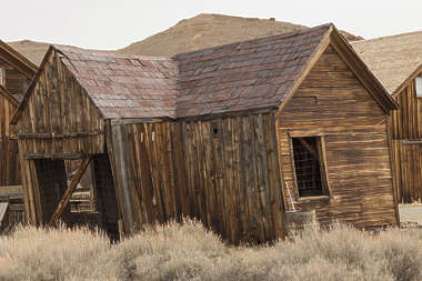 USA Bodie ghosttown ghost town old western goldrush desert arid building collapsed