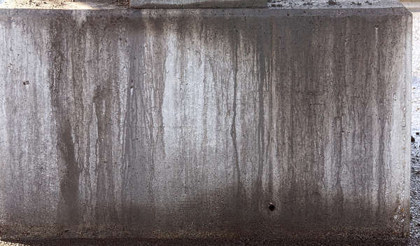 concrete leaking dirty