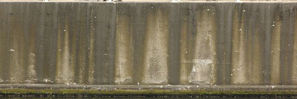 concrete leaking dirty dock wall harbour