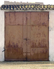 door industrial garage rust rusted old
