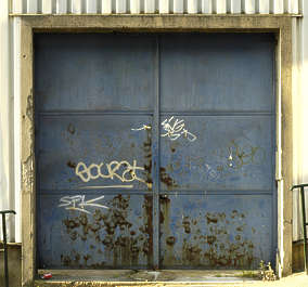door metal rust garage big