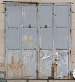 door double rusted