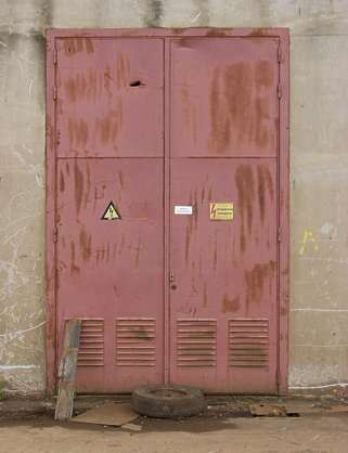door metal rust warning