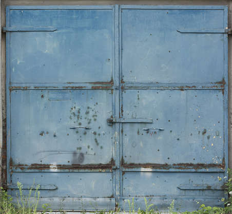 door double gate big metal rusted