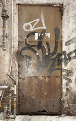 door single metal old rusted dirty hong kong hongkong grafitti graffitti grafiti