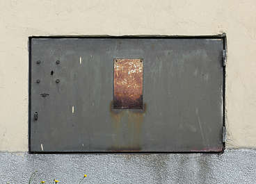 door metal fusebox lid