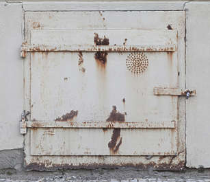 door small metal rusted