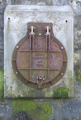 rust hatch sewer UK