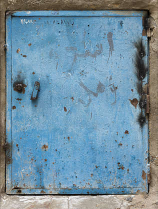 morocco metal lid door rusted