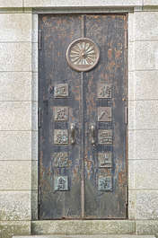 door metal ornate asia japan