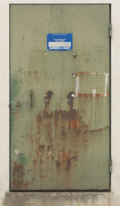 door metal single rusted