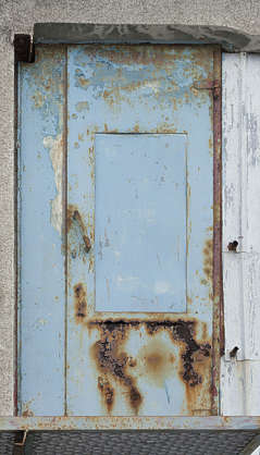 door single metal rusted