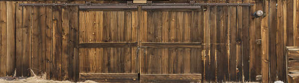USA Bodie ghosttown ghost town old western goldrush desert arid wood planks gate barn double wooden bodie_004