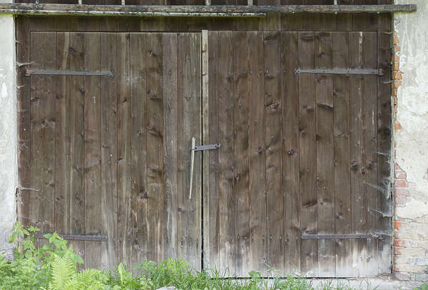 door double wooden barn