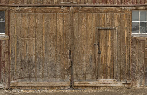 USA Bodie ghosttown ghost town old western goldrush desert arid door big wooden barn double bodie_004