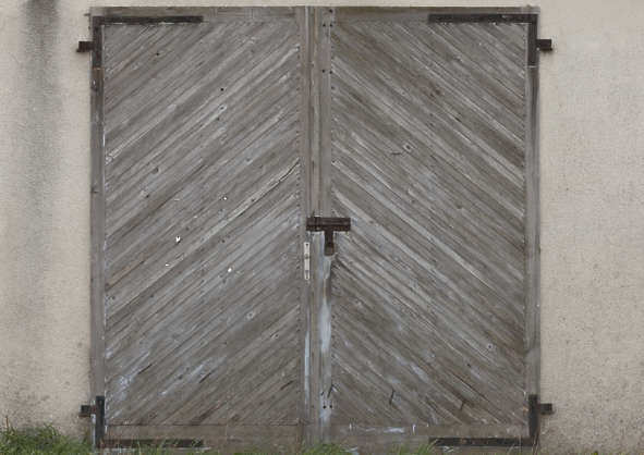 door double wooden gate