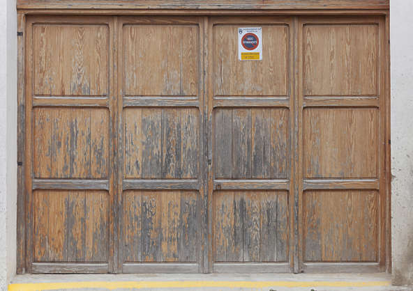 door gate wooden big garage spain