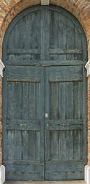 venice italy door double arch round wood planks old