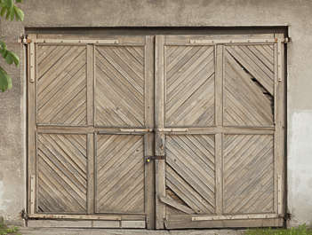 door double wooden garage