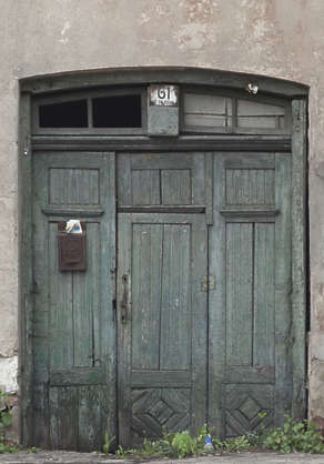 door wooden single old weathered dirty