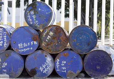 barrel barrels stack bottom top drum oil