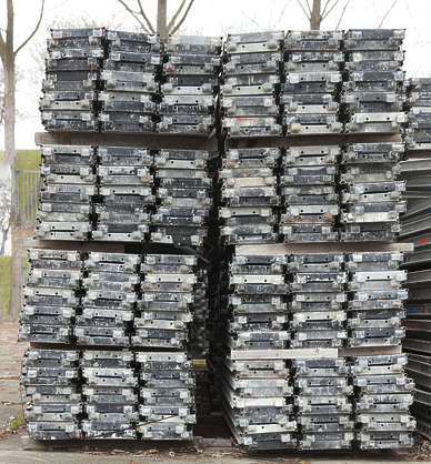 metal scaffolding cargo stack