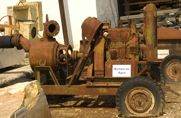machine heavy pump old rusted rust