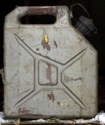jerrycan container metal old paint dirty jerry can