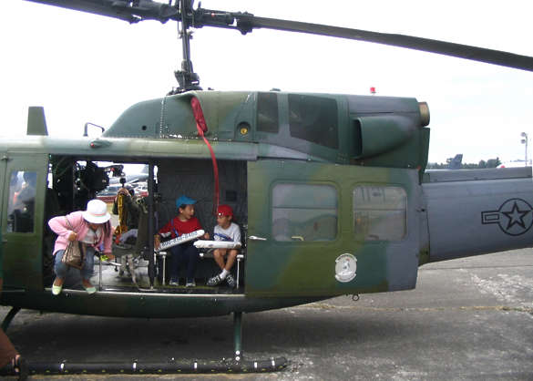 vehicle aircraft helicopter huey
