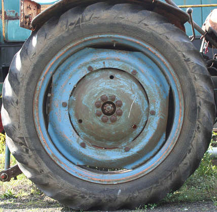 wheel large truck tractor tyre tire