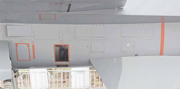 aircraft panel F16 metal seams