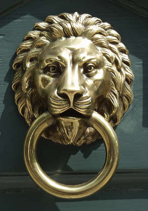 ornament knocker lion gold ring