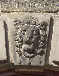 statue stone lion ornament old worn