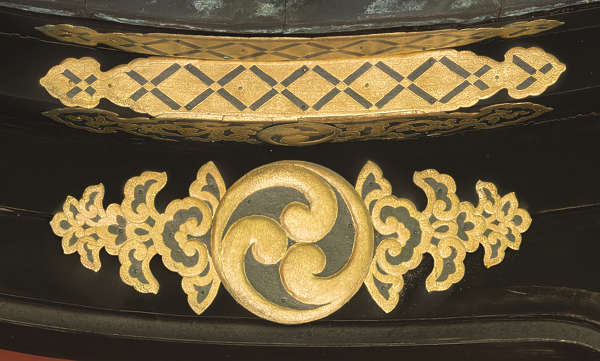 ornament gilded gold trim detail detailed engraved engraving ornate oriental japan temple shrine beam
