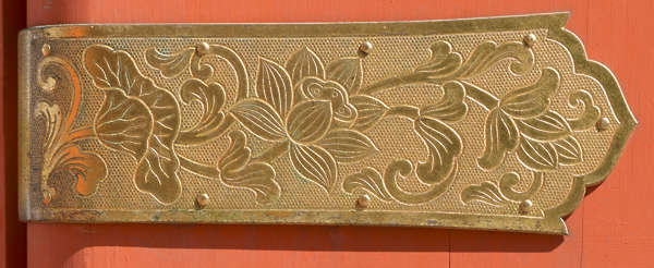 ornament ornaments japan gold gilded shield pattern engraved engraving leaves leaf flowers oriental asia shrine