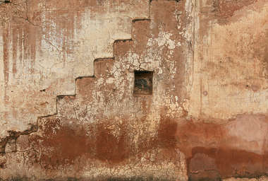 india plaster wall old colored star stairs