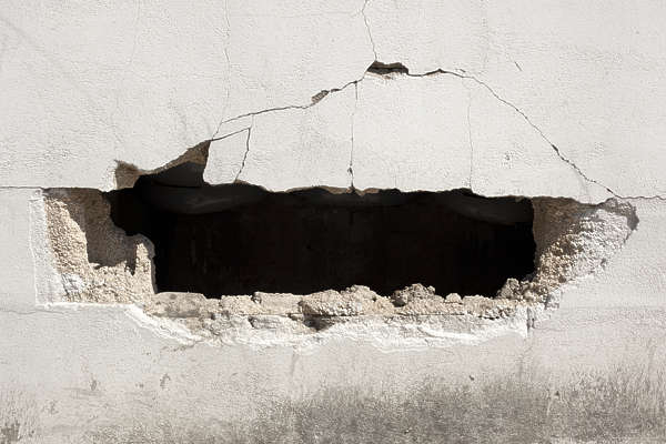 south korea cracked wall damaged damage plaster cement