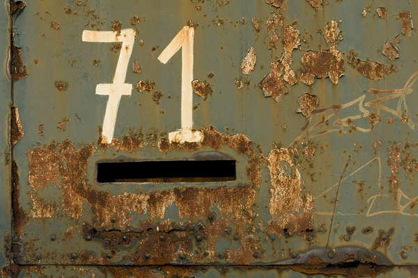metal rust rusted paint letterbox number