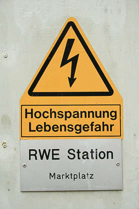 danger electricity german sign