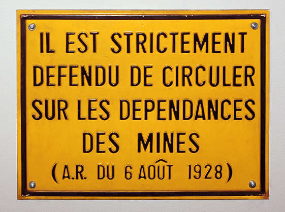 sign mine french warning