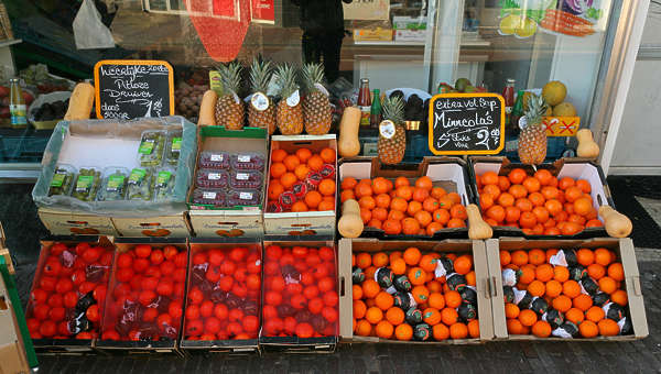 fruit stall oranges box crate